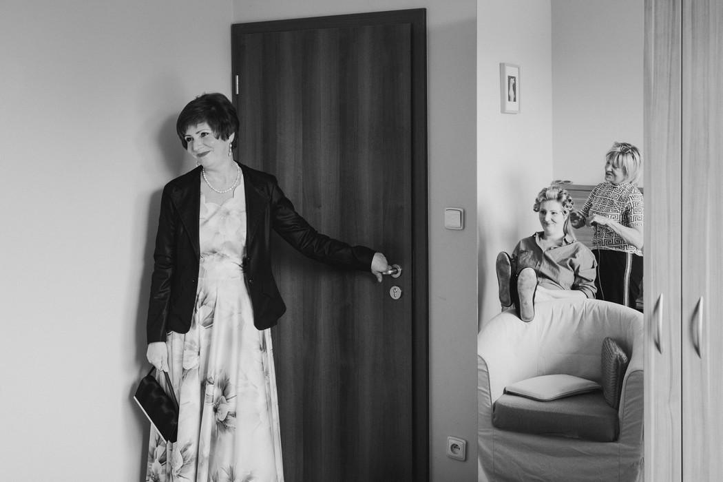 dojata svatebni maminka pocas svatebnich priprav v brne