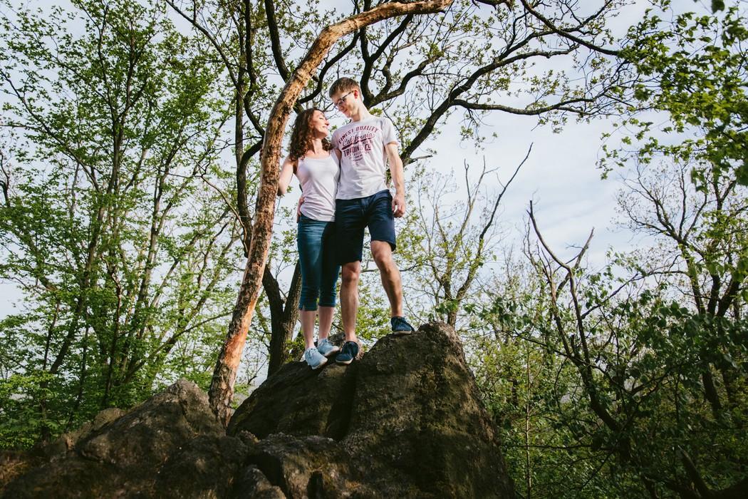 snoubenci v lese
