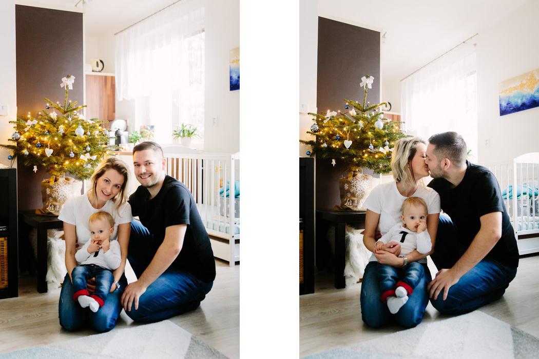 Rodina pri vánočním stromku
