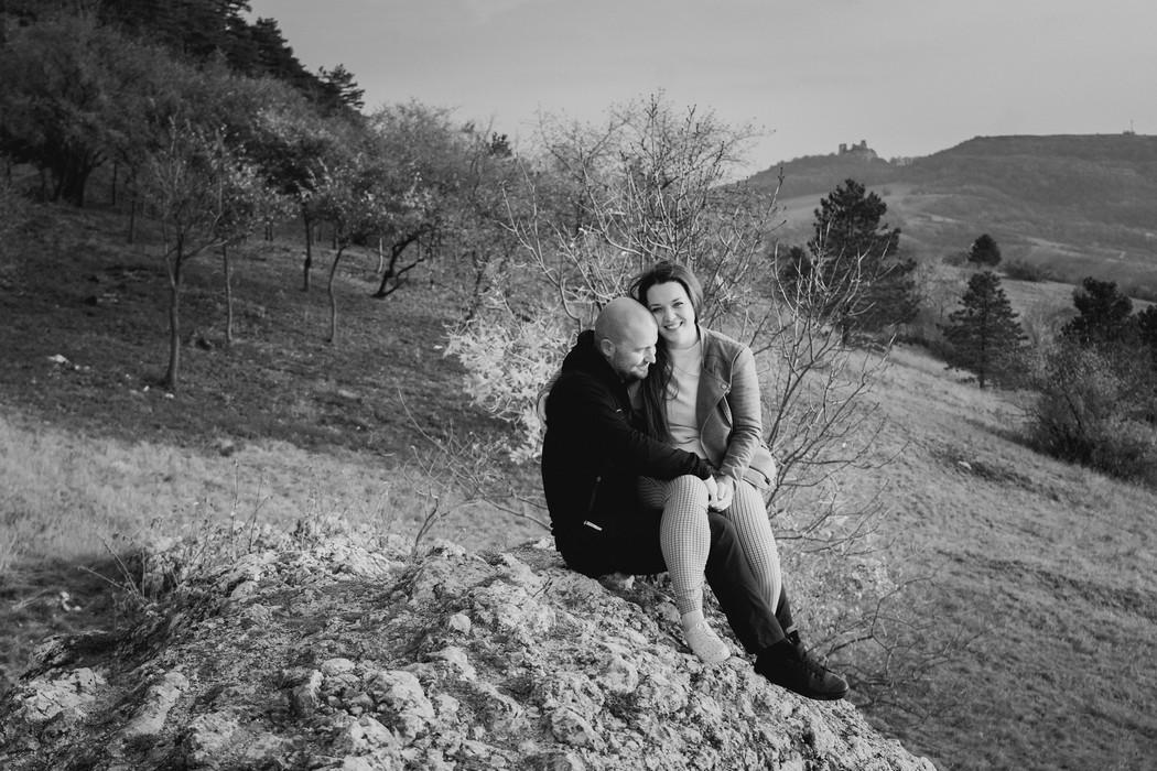 Snoubenci s Pálavou v pozadí