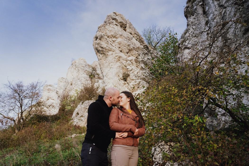 Snoubenci s pálavskými skálami v pozadí
