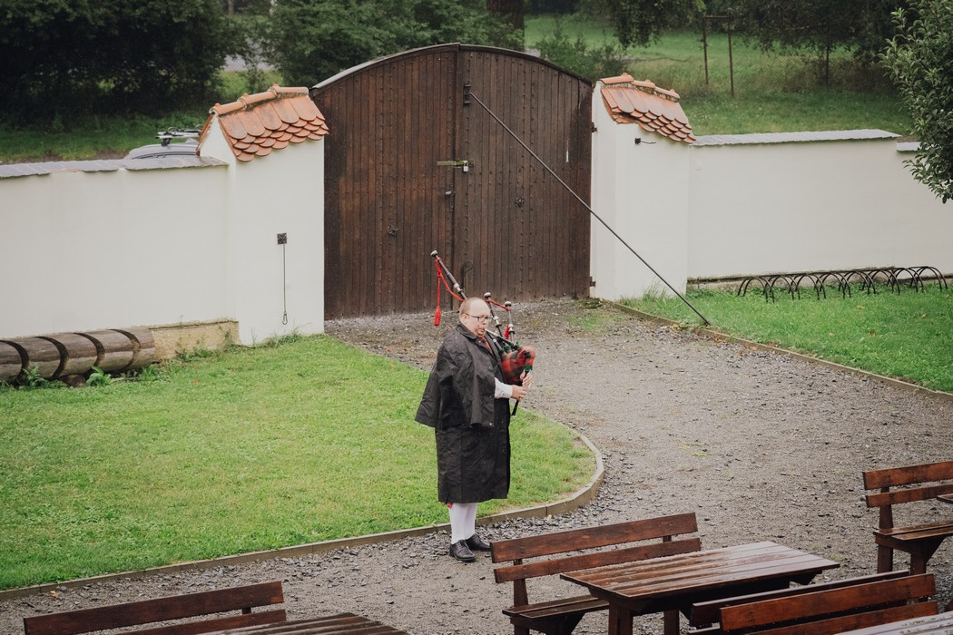 dudák hraje na dudy