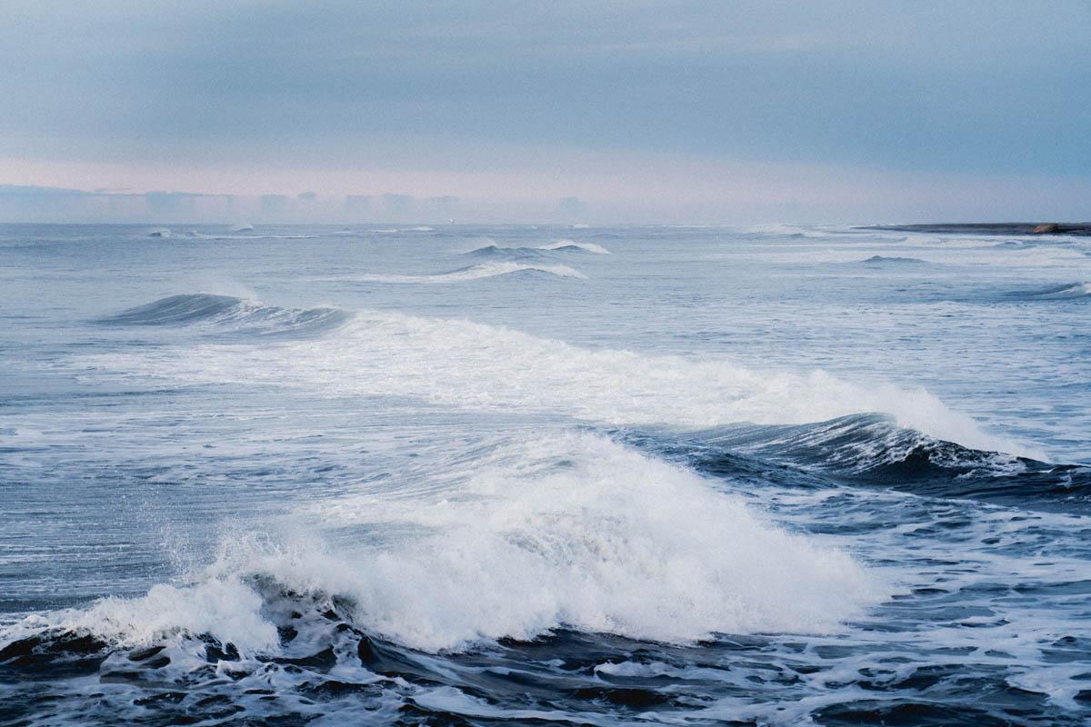 iceland ocean waves